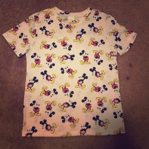 Medium Mickey shirt